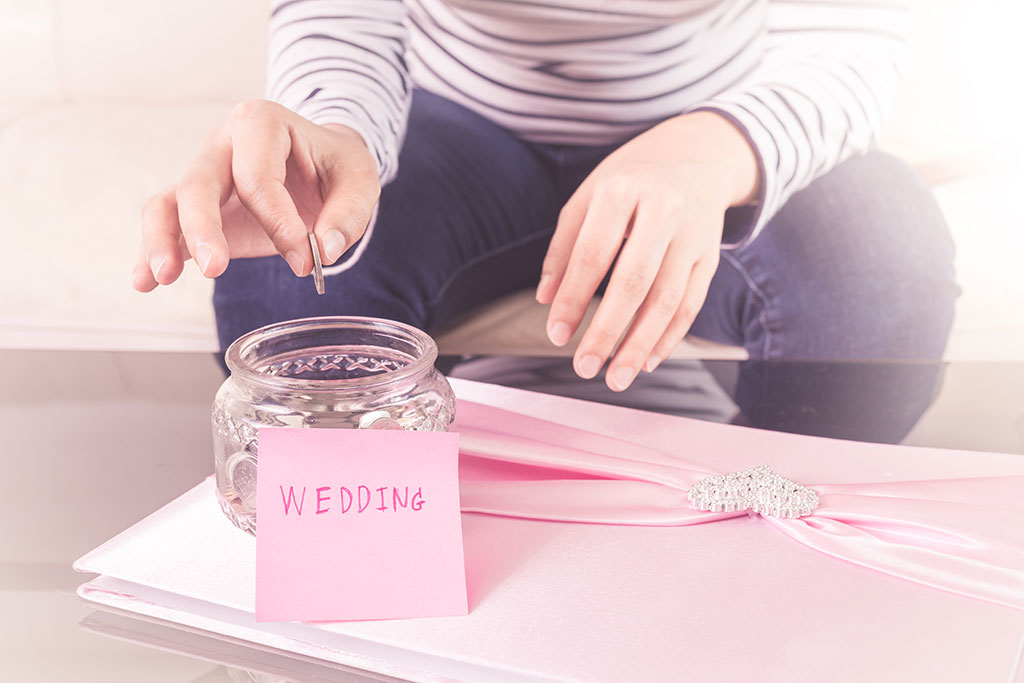 ​Top 5 ways to save money when wedding planning!