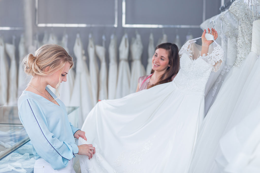 Wedding dress shopping tips!